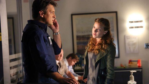Emma Briggs (Alicia Lagano, r.) wird des Mordes verdächtigt. Da sie Richard C...