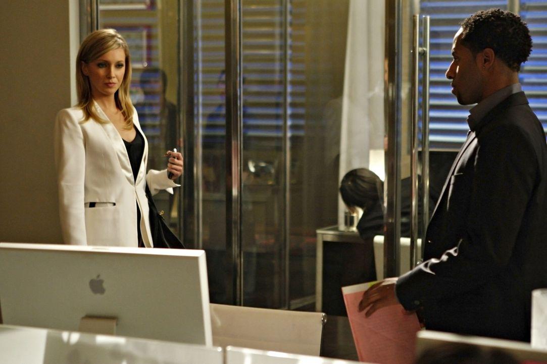 Ella (Katie Cassidy, l.) ist gekommen, um Amanda vom Thron zu stoßen - hoffentlich macht diese ihr nicht noch ein Strich durch die Rechnung... - Bildquelle: 2009 The CW Network, LLC. All rights reserved.