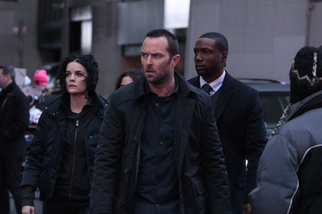 Können (v.l.n.r.) Jane (Jaimie Alexander), Weller (Sullivan Stapleton) und Reade (Rob Brown) den Giftgasangriff auf die New Yorker Börde noch verhin... - Bildquelle: Warner Brothers