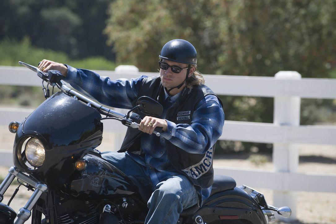 """Die """"Sons of Anarchy"""" stecken mal wieder in Schwierigkeiten. Hat Jax (Charlie Hunnam) eine Idee, wie er dem Club aus der Bredouille helfen kann? - Bildquelle: 2008 FX Networks, LLC. All rights reserved."""