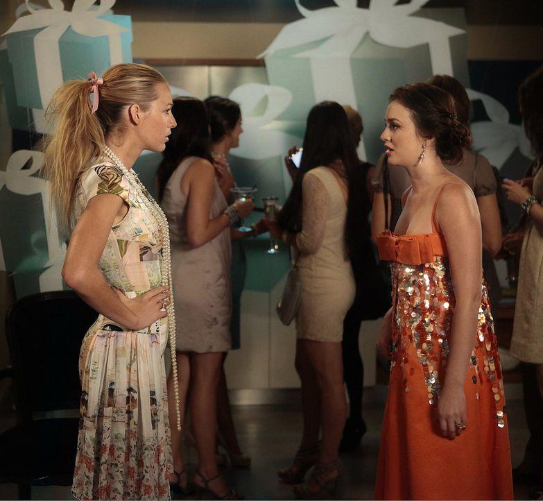 Serena (Blake Lively, l.) arbeitet hart an der Planung für Blairs (Leighton Meester, r.) Brautparty. Es ist jedoch keine Überraschung, dass Serena f... - Bildquelle: Warner Bros. Television