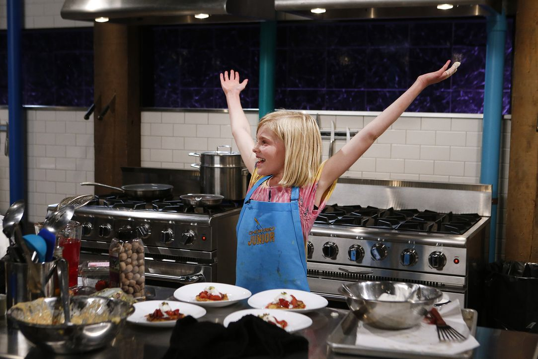 Für die zwölfjährige Elizabeth aus New York gibt es keinen schöneren Ort als die Küche, aber wie wird ihr Essen bei der Chopped-Jury ankommen? - Bildquelle: Jason DeCrow 2015, Television Food Network, G.P. All Rights Reserved