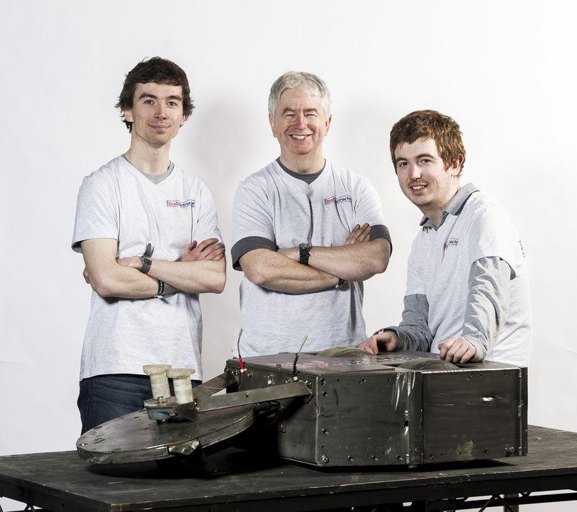 Team Disconstructor muss in der Kampfarena zeigen, wie gut sie ihren Roboter konstruiert haben. Wird er am Ende die anderen Roboter schlagen können? - Bildquelle: Alan Peebles