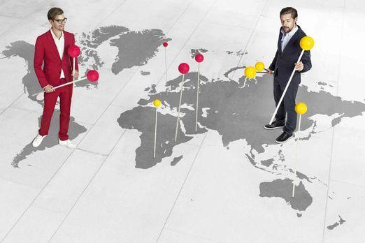Joko gegen Klaas - Das Duell um die Welt - Die Weltreisenden Joko (l.) und Kl...