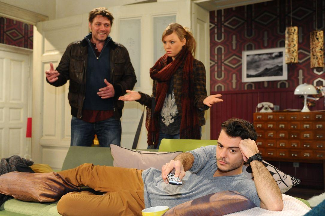 Maik macht klar, dass er mit seinem Vater nichts mehr zu tun haben will. (v.l.n.r.) Nick (Björn Bugri), Paule (Wanda Worch) und Maik (Sebastian Kö... - Bildquelle: SAT.1