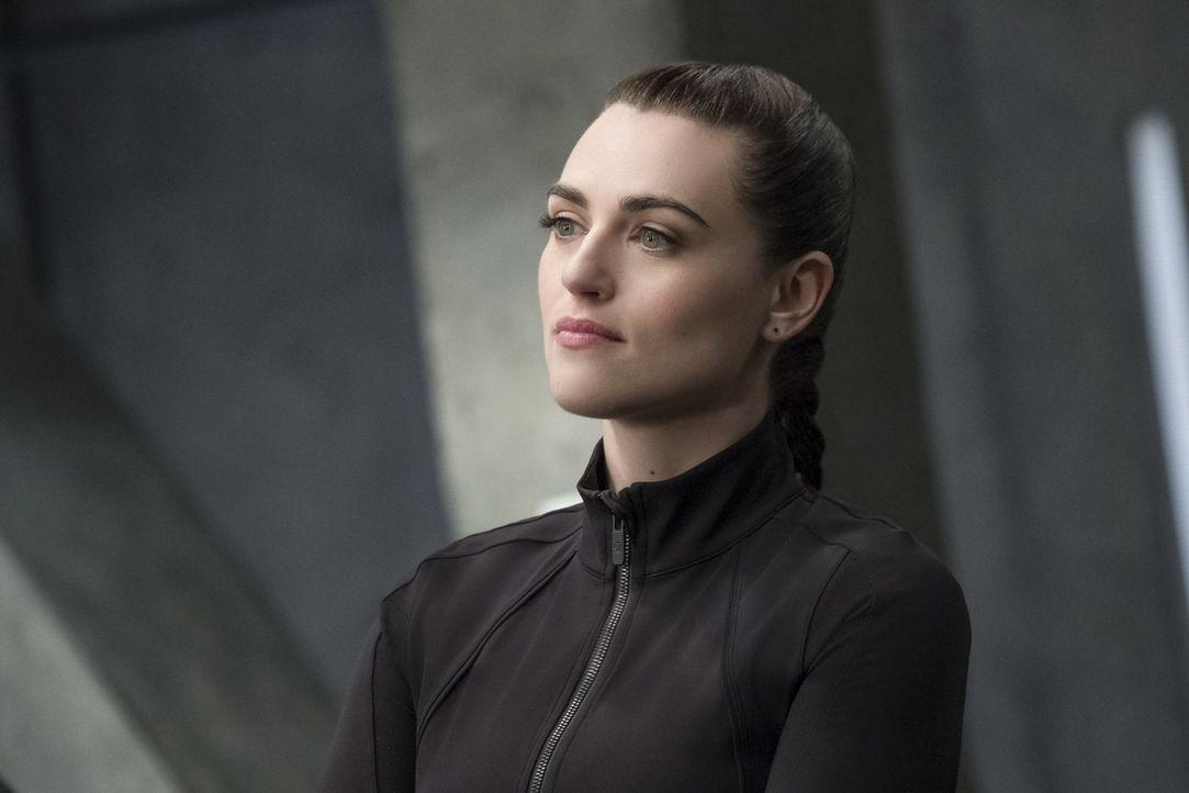 Was wird geschehen, nachdem Lena (Katie McGrath) ihr Geheimnis gelüftet hat? - Bildquelle: 2017 Warner Bros.