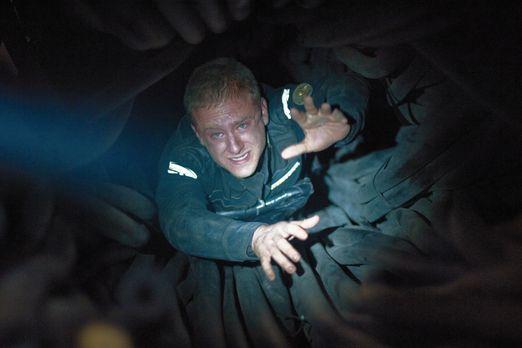 Pandorum - Gerade ist Astronaut Bower (Ben Foster) aus einem Tiefschlaf erwac...