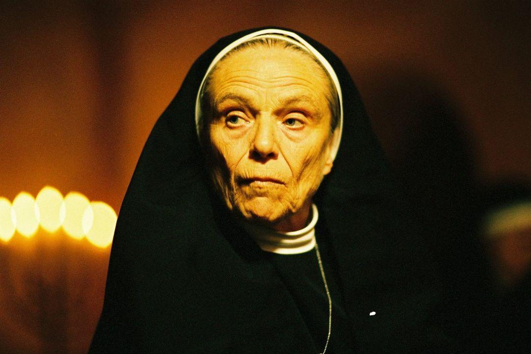 Die einzige Zeitzeugin - Schwester Katharina (Maria Mägdefrau) - hat ein Schweigegelübde abgelegt ... - Bildquelle: Tom Trambow Sat.1