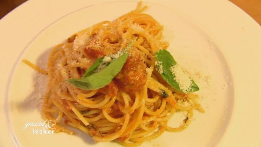 Spaghetti mit Sardinen und frischer Zucchini