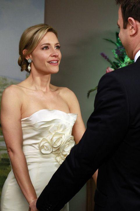 Geben sich das Ja-Wort: Charlotte (KaDee Strickland, l.) und Cooper (Paul Adelstein, r.) ... - Bildquelle: ABC Studios