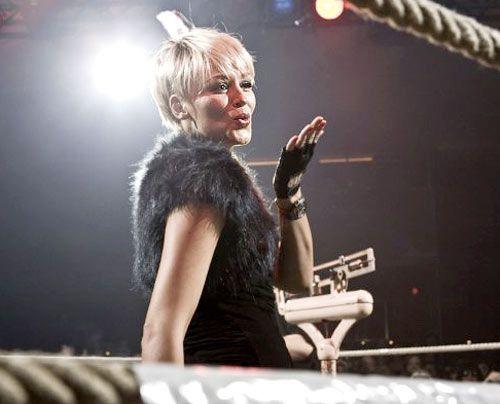 "Verena moderiert als Veryiannah ""Night of the Raging Bulls"" 2009. - Bildquelle: privat"