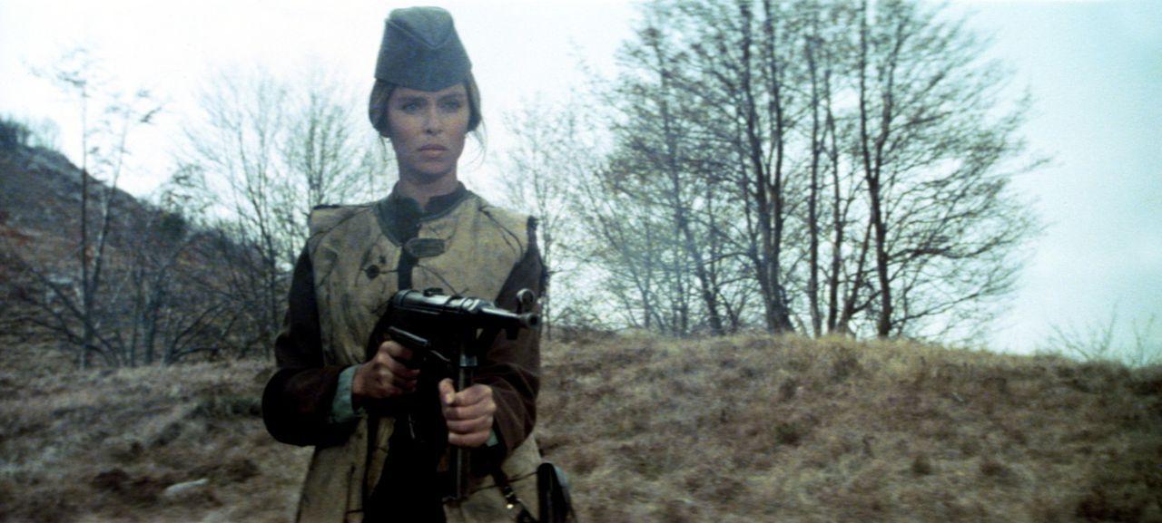 Ebenso schön wie mutig: Die Partisanin Maritza (Barbara Bach) befreit die vierköpfige Spezialeinheit der Alliierten aus den Händen serbischer Fre... - Bildquelle: Columbia Pictures