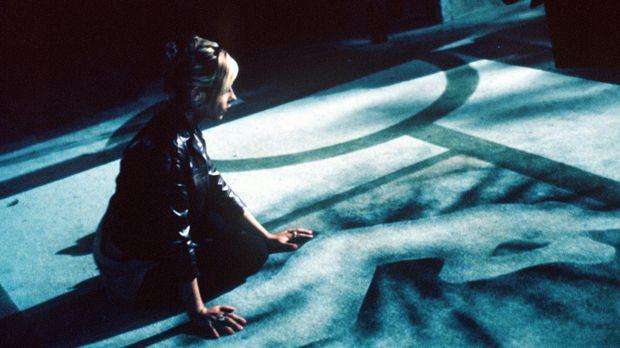 Buffy (Sarah Michelle Gellar) hatte in der Nacht eine Begegnung mit Angel. ©...
