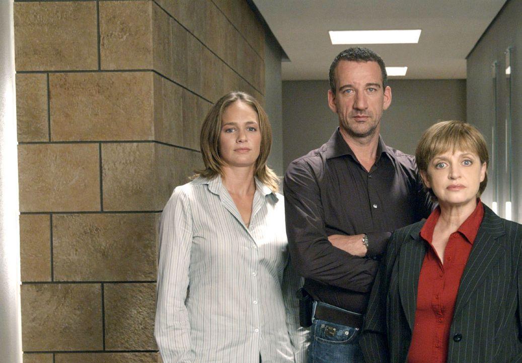 Matthias Berg (Heio von Stetten, M.), Nina Ritter (Sonsee Neu, l.) und Franziska Friedmann (Katharina Thalbach, r.) - Bildquelle: Hardy Spitz Sat.1