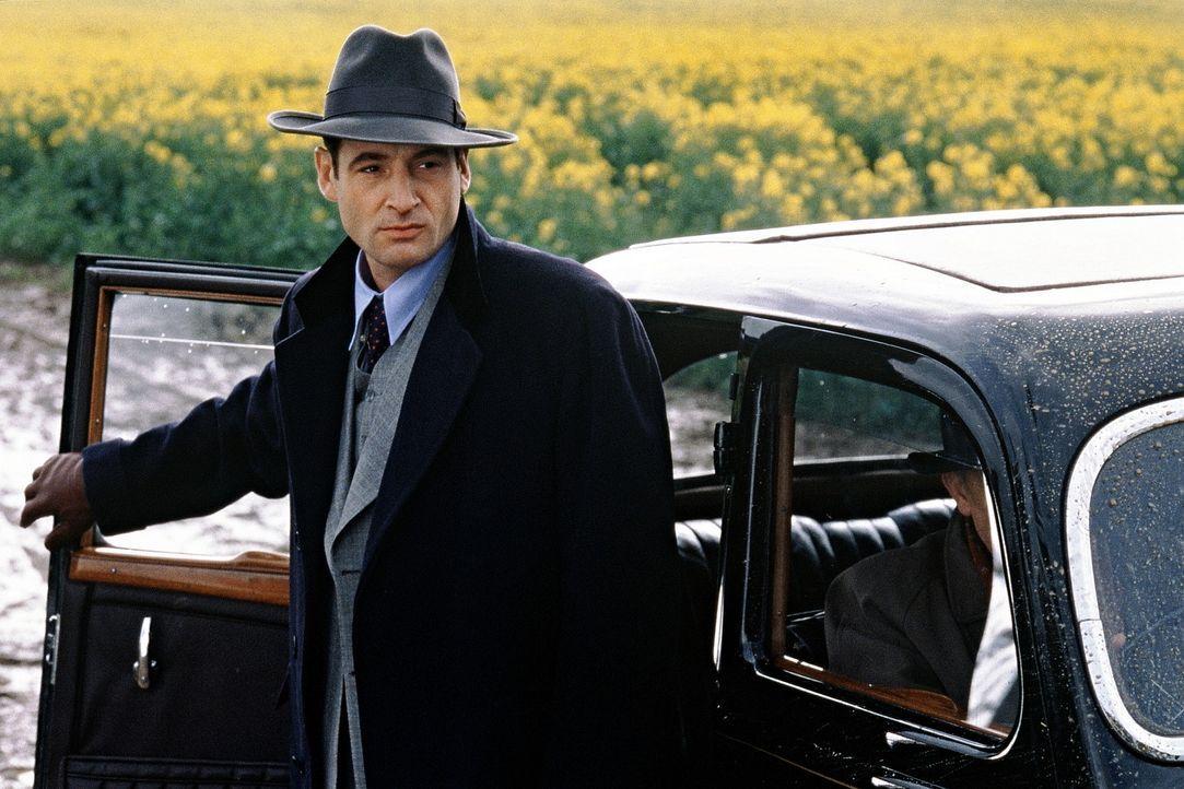 Tom muss sich von Geheimdienstagent Wigram (Jeremy Northam) in Acht nehmen ... - Bildquelle: Senator Film