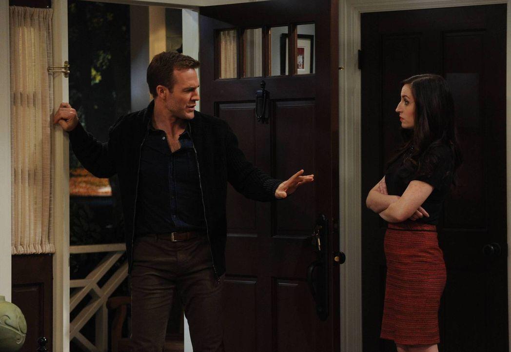 Dass Will (James Van Der Beek, l.) mit der Tochter ihres Dates ausgeht, gefällt Kate (Zoe Lister Jones, r.) überhaupt nicht, und das lässt sie Will... - Bildquelle: 2013 CBS Broadcasting, Inc. All Rights Reserved.