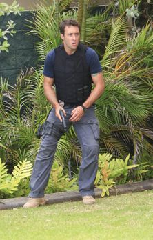 Hawaii Five-0 - Der Hauch des Todes: Steve (Alex O'Loughlin) ... - Bildquelle...
