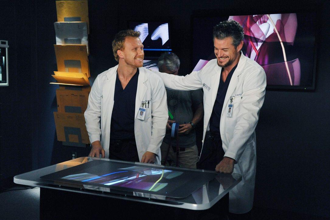 Werden von einem Kamerateam begleitet, die eine Real Life Doku im Seattle Grace Mercy West Hospital drehen und zeigen dabei, wie toll sie sind: Mark... - Bildquelle: ABC Studios