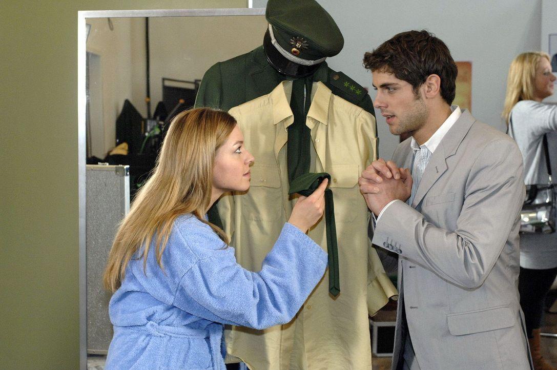 Katja (Karolina Lodyga, l.) macht Jonas (Roy Peter Link, r.) eine Szene, da sie mit ihrer Rolle unzufrieden ist ... - Bildquelle: Oliver Ziebe Sat.1