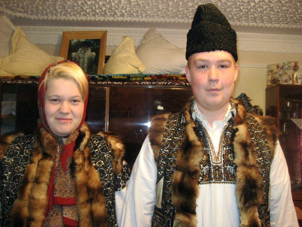 Die 17jährige Michaela (l.) und der ebenfalls 17jährige Tino (r.) sollen bei der Familie Carloanta in Rumänien wieder Respekt lernen und erkennen, d... - Bildquelle: kabel eins