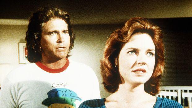 Jonathan (Michael Landon, l.) rät Curtis' Mutter (Robin Riker, r.), ihren Soh...