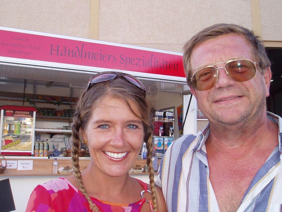 Von Bayern an die Costa Blanca: Viktoria Händlmeier (39) und Ewald Simmerlein (55) ... - Bildquelle: kabel eins