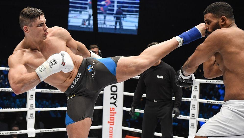 Schwergewichts-Champ Verhoeven (l.) verteidigt seinen Titel bei Glory 33 - Bildquelle: Glory