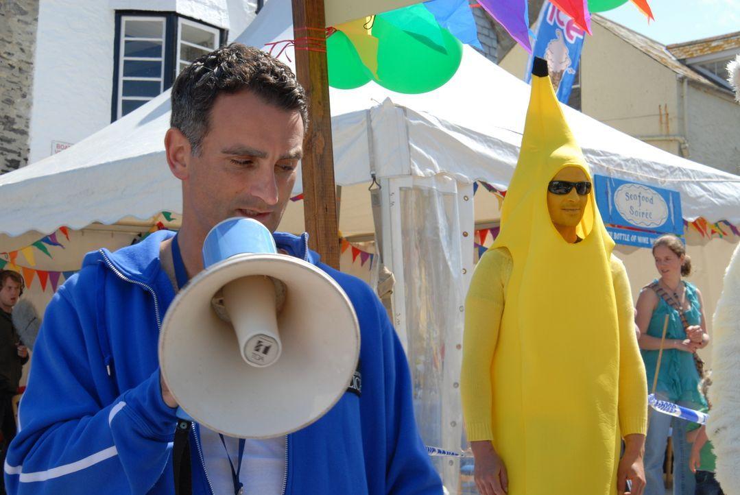 PC Penhale (John Marquez) ist damit beschäftigt, einen Wochenend-Spaßlauf zu organisieren, der zu etlichen Streitereien führen wird ... - Bildquelle: BUFFALO PICTURES/ITV