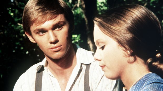 Die verwöhnte Alicia (Linda Purl, r.) erzählt John-Boy (Richard Thomas, l.),...