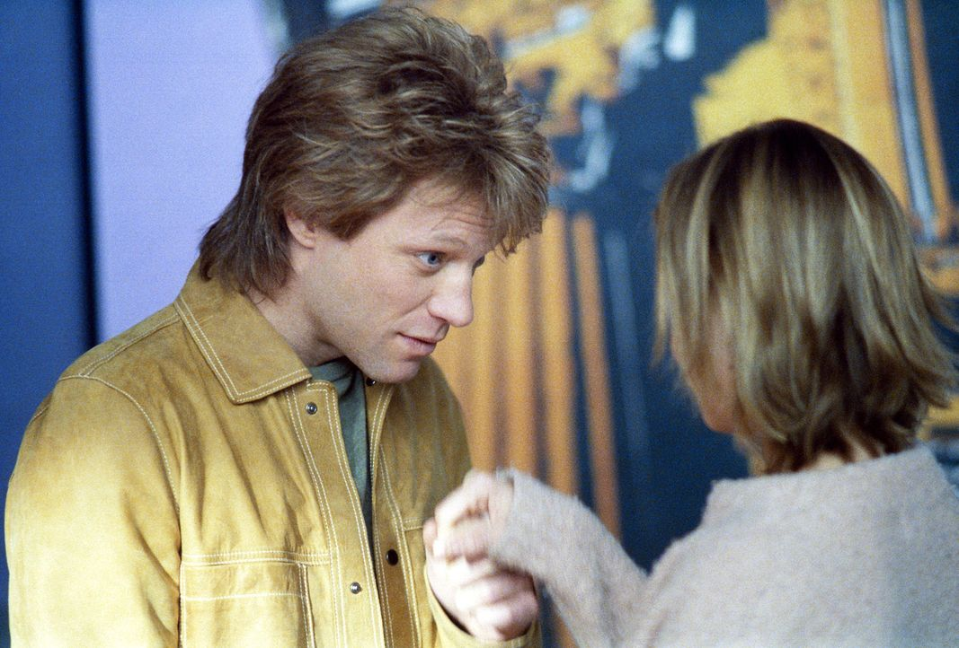 Nach ihrem gemeinsamen Urlaub ist die Stimmung zwischen Ally (Calista Flockhart, r.) und Victor (Jon Bon Jovi, l.) angespannt ... - Bildquelle: 2002 Twentieth Century Fox Film Corporation. All rights reserved.
