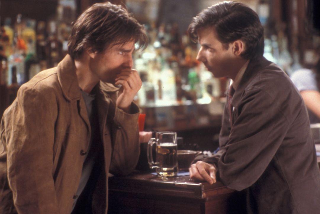 Nach langer Leidenszeit lernt David (Tom Cruise, r.) den ernsthaften Edmund (Noah Taylor, l.) kennen, der ihm einen außergewöhnlichen Vorschlag mach... - Bildquelle: Neal Preston Paramount Pictures