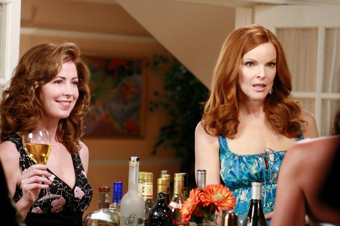 Während Susan in einer zwielichtigen Gegend den Frauenarzt sucht, den Bree (Marcia Cross, r.) ihr empfohlen hat, versucht diese von Katherine (Dana... - Bildquelle: ABC Studios
