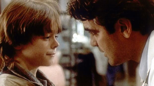 Doug (George Clooney, r.) verspricht Jake (Zachary Brown, l.), Zeit für seine...