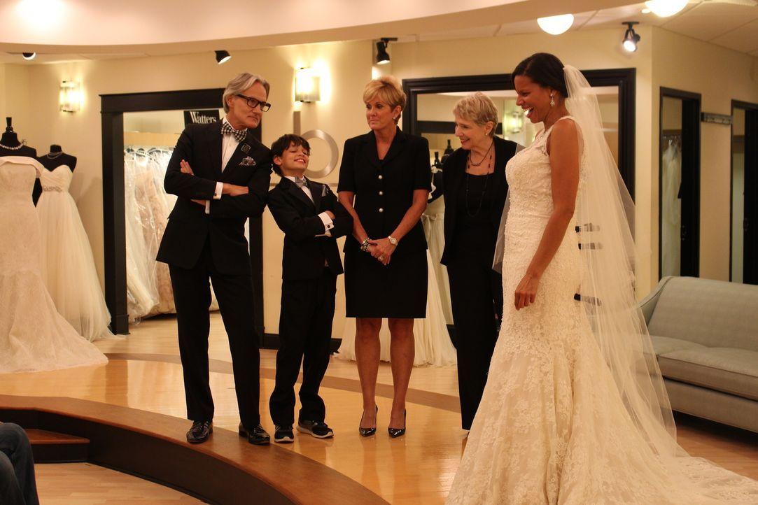 Monte (l.), sein kleiner Gegenspieler Jayden (2.v.l.) und Lori (M.) geben ihr Bestes, um das perfekte Brautkleid für Dawn (r.) zu finden ... - Bildquelle: TLC & Discovery Communications