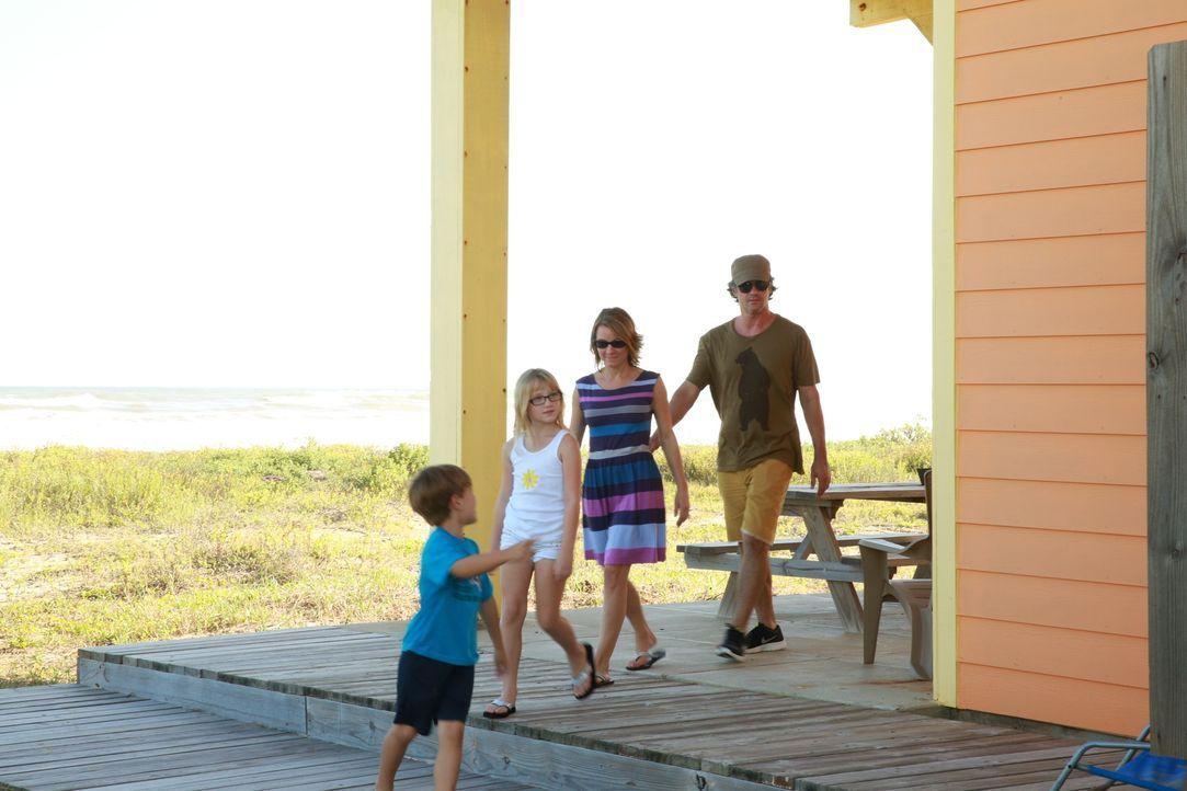 Familie Johnson sucht nach einem Ferienhaus am Strand von Galveston, doch finden sie mit einem Budget von $350.000 die perfekte Immobilie? - Bildquelle: 2013,HGTV/Scripps Networks, LLC. All Rights Reserved