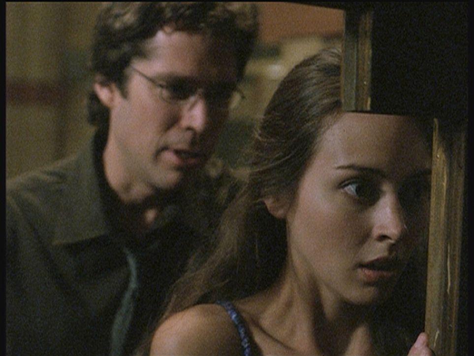 Fred (Amy Acker, r.) steht unter Schock: Wesley (Alexis Denisof, l.) ist völlig verändert und will sie töten ... - Bildquelle: 20th Century Fox. All Rights Reserved.