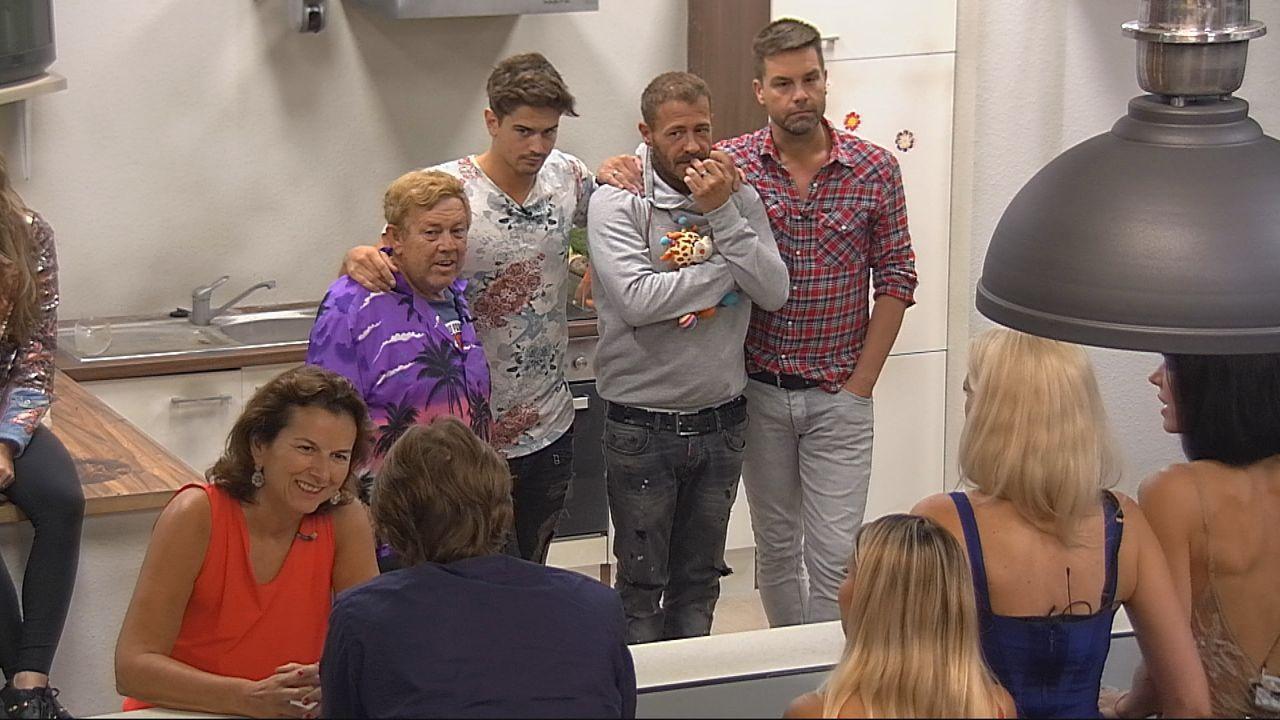"""Banges Warten! Wer muss das """"Promi Big Brother""""-Haus verlassen? - Bildquelle: SAT.1"""
