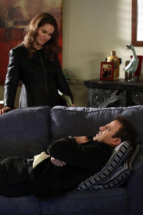 Während Cooper (Paul Adelstein, r.) sein Vorhaben Charlotte zu heiraten noch mal überdenkt, muss sich Violet (Amy Brenneman, l.) Sorgen um ihre Ap... - Bildquelle: ABC Studios