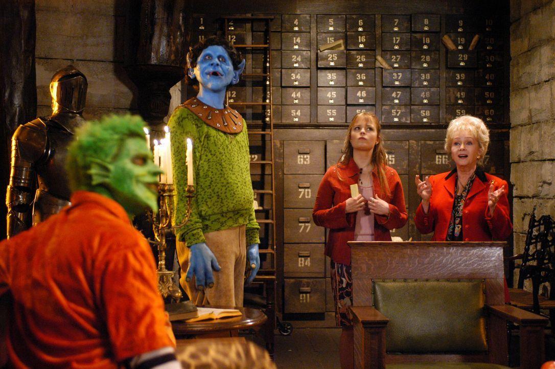 Haben eine Haufen Probleme: Aggie (Debbie Reynolds, r.) und Enkelin Marnie (Kimberly Brown, 2.v.r.) ? - Bildquelle: The Disney Channel