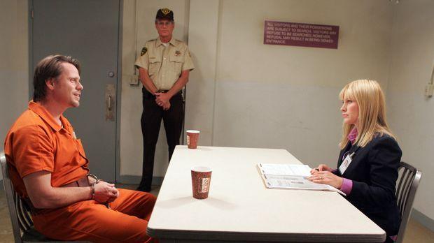 Allison (Patricia Arquette, r.) verhört einen Mann (Don Harvey, l.), der den...