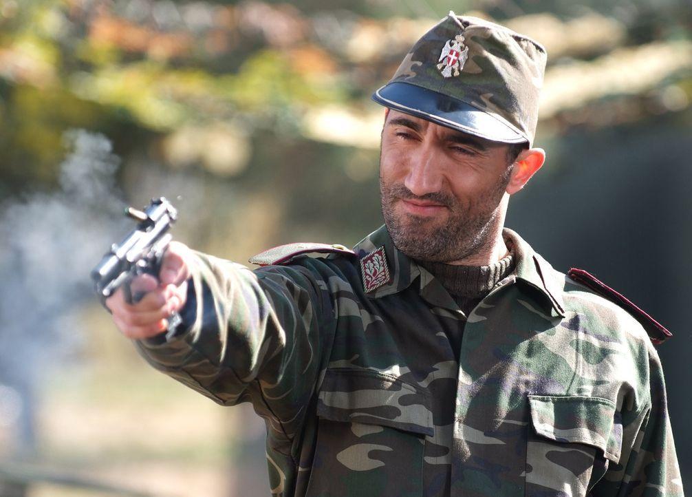 General Drago (Bashar Rahal) sitzt mit seiner gigantischen, bis an die Zähne bewaffneten Armee und einer reichen Geisel am schwarzen Meer. Nun Spec... - Bildquelle: Nu Image