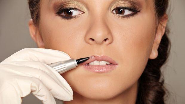 Mit Permanent Make-Up spart ihr euch morgens einiges an Zeit, da das Schminke...