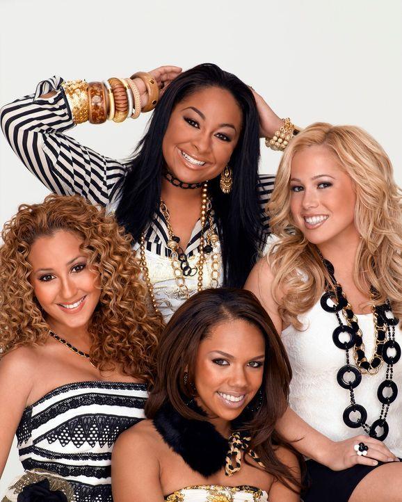"""Die vier """"Cheetah Girls"""" (v.l.n.r.) Chanel (Adrienne Bailon), Galleria (Raven), Aqua (Kiely Williams) und Dorinda (Sabrina Bryan) reisen nach Spanie... - Bildquelle: Buena Vista International Television"""