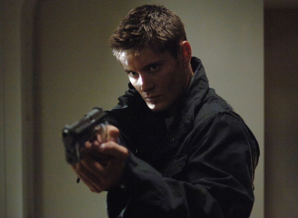 Schafft es Dean (Jensen Ackles) noch rechtzeitig, den Formwandler, der seine Gestalt angenommen hat zu stoppen? - Bildquelle: Warner Bros. Television