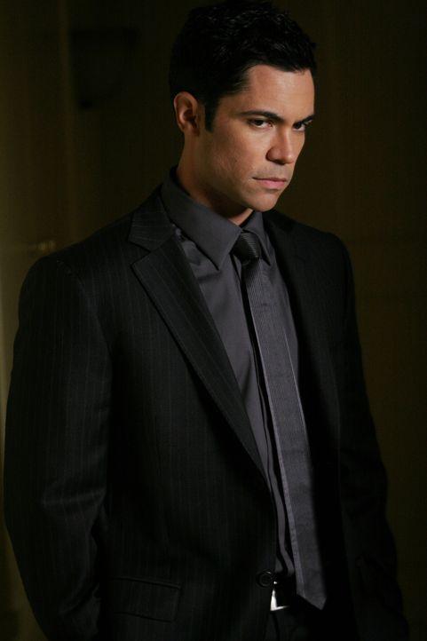 Gemeinsam mit seinen Kollegen versucht Scott (Danny Pino) einen neuen Fall zu lösen ... - Bildquelle: Warner Bros. Television