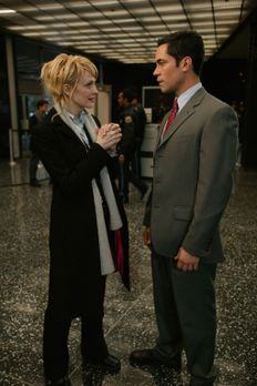 Cold Case - Das Verhältnis zwischen Det. Lilly Rush (Kathryn Morris, l.) und...
