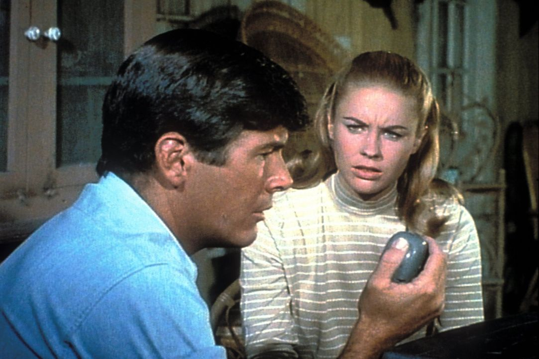 Paulas (Cheryl Miller, r.) und Jacks (Yale Summers) größte Feinde sind skrupellose Wilderer, die vor keiner Gewalttat zurückschrecken ... - Bildquelle: 2007 Warner Bros. All Rights Reserved.