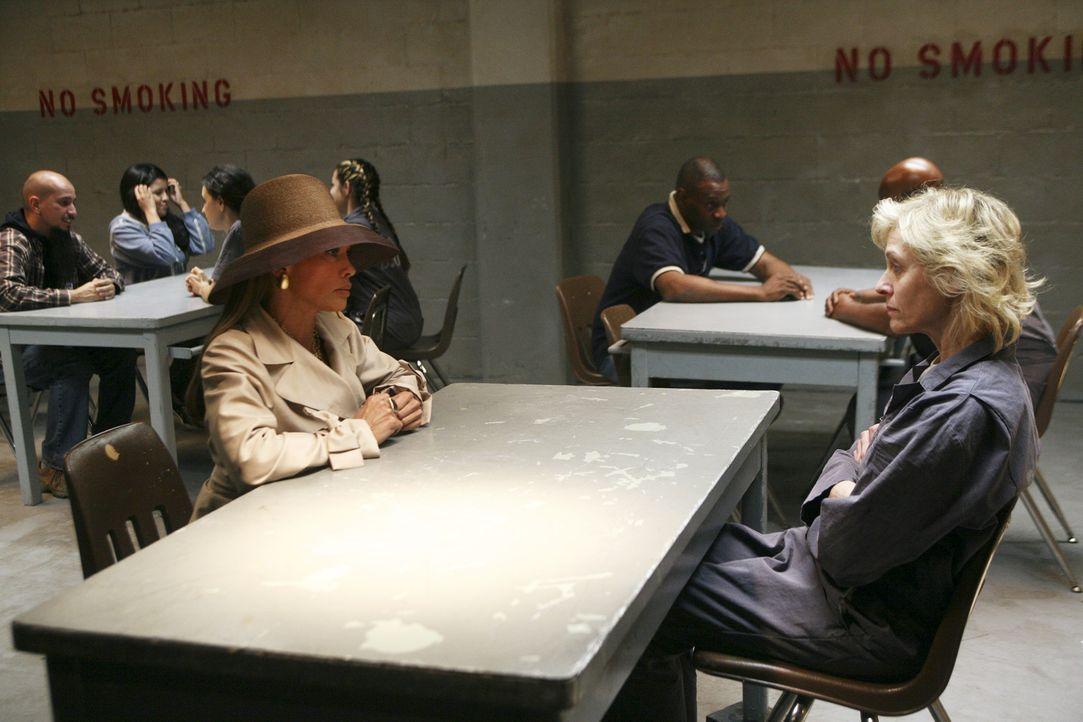Kann die im Gefängnis einsitzende Claire (Judith Light, r.) Wilhelminas (Vanessa Williams, l.) Plan noch stoppen? - Bildquelle: Buena Vista International Television
