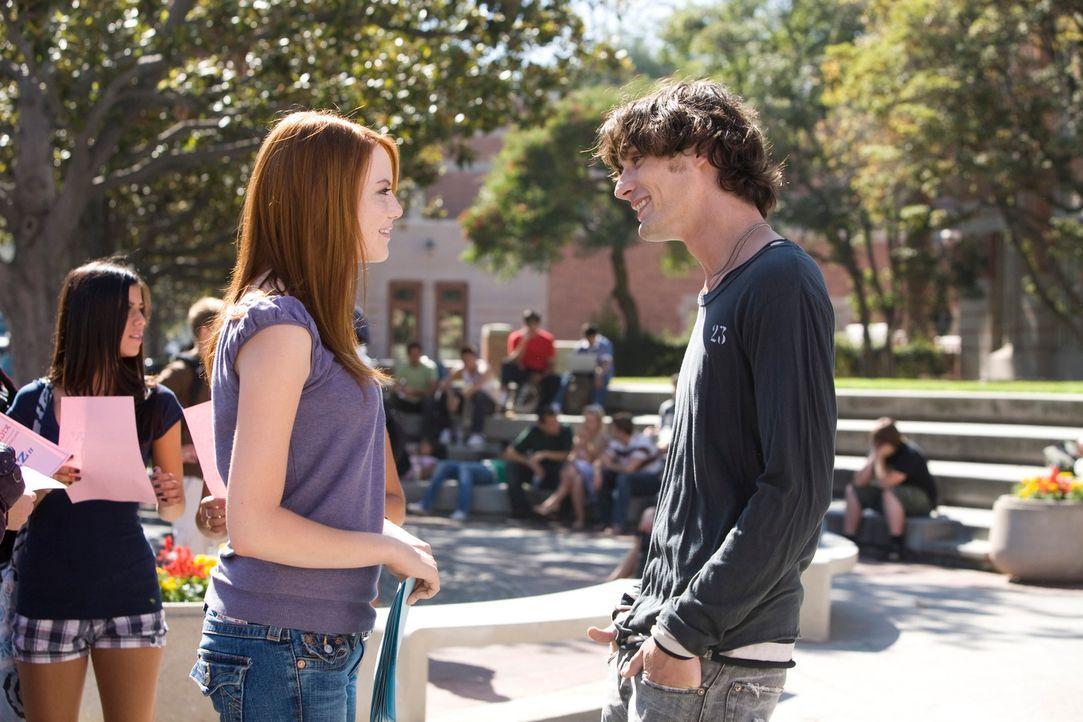 Springt über ihren Schatten: Natalie (Emma Stone, l.) spricht ihren Schwarm Colby (Tyson Ritter, r.) an ... - Bildquelle: 2007 Columbia Pictures Industries, Inc.  All Rights Reserved.