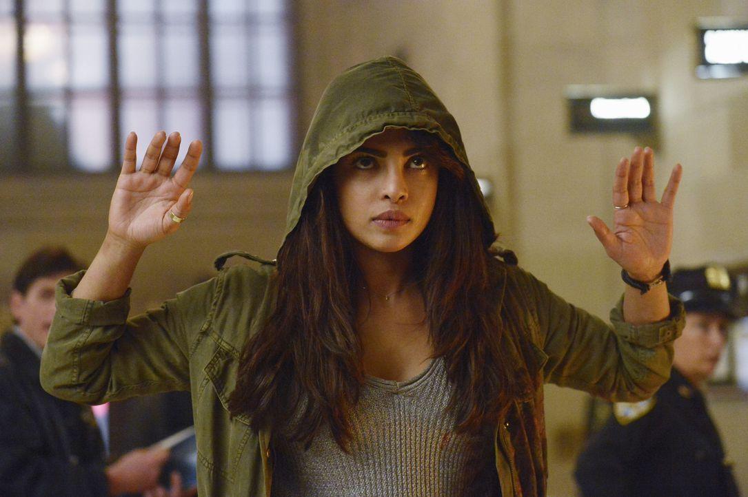 Die Jagd auf Alex (Priyanka Chopra) ist eröffnet ... - Bildquelle: Philippe Bosse 2015 ABC Studios